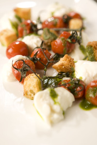 Burrata_with_roasted_tomatoes_basil